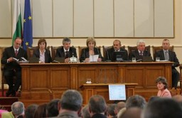 The newly elected Bulgarian parliament is determined to pass over the crisis and fight corruption